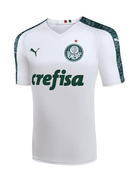 Nova camisa branca do Palmeiras, produzida pela Puma