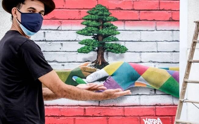 Eduardo Kobra faz painel para ser leiloado para vítimas de tragédia no Líbano