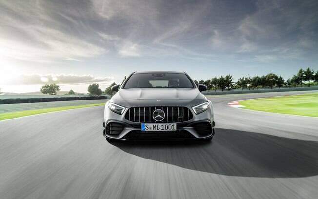 Mercedes A45 AMG passa a ter o motor de quatro cilindros mais potente da história da marca entre carros de rua