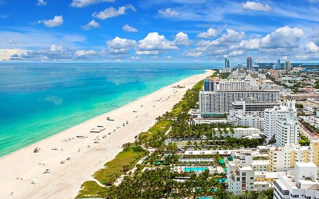 As passagens aéreas para Miami não são tão caras, e vale a pena viajar e ainda comprar o aparelho lá fora