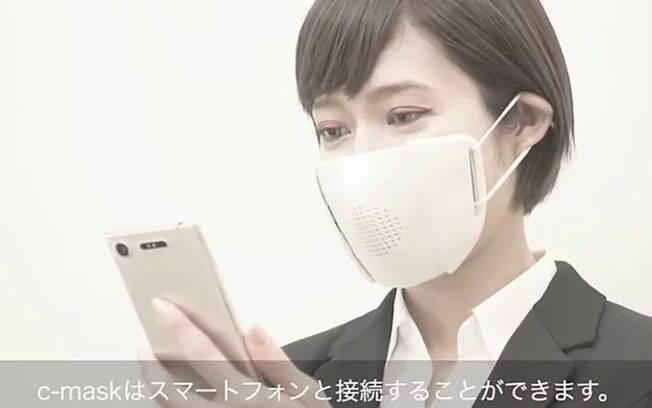 Máscara japonesa consegue traduzir falas para oito idiomas