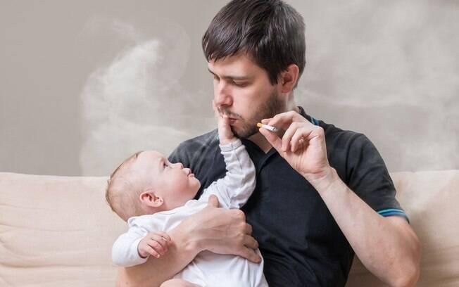 Mulher não quer que o marido passe tempo sozinho com a filha, uma vez que ele é fumante, e faz desabafo em fórum