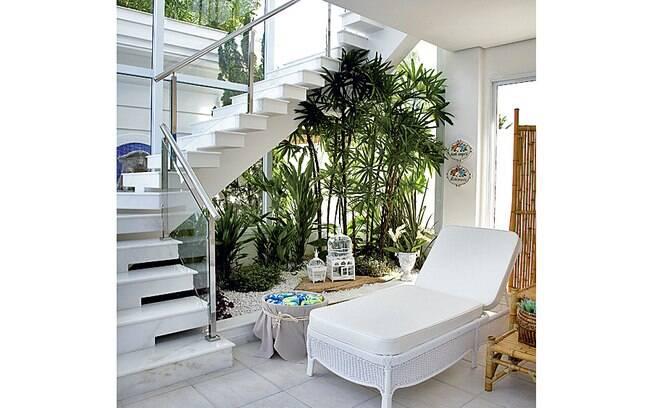 decoracao de paredes de escadas interiores: da escada para criar um lindo jardim de inverno. Foto: Divulgação
