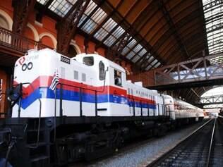 Todos os sábados um trem para turistas sai da Estação da Luz para Jundiaí, um passeio de 60km