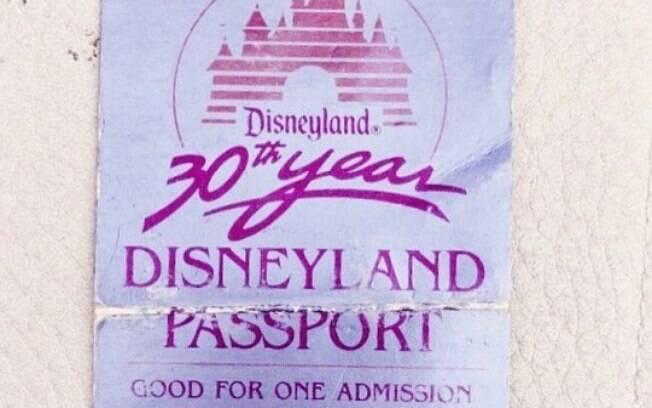 Ingresso da Disney, usado por Tamia, foi entregue para turistas que visitaram o parque em 1985 para comemorar os 30 anos do lugar