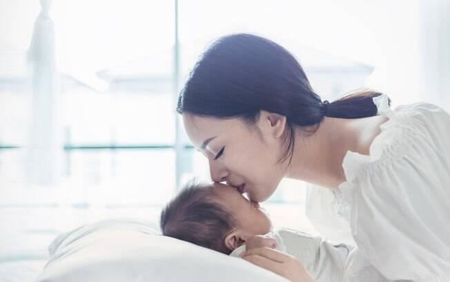 Ao beijar um bebê, o adulto com herpes pode transmitir a doença e, em casos mais graves, levar à morte da recém-nascida