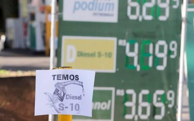 O reajuste suspenso visava recuperar R$ 0,12 por litro de diesel vendido pela Petrobras; agora, defasagem chega a R$ 0,16