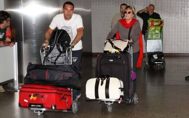 Ana Maria Braga e Marcelo Frisoni desembarcam em São Paulo após temporada nos Estados Unidos