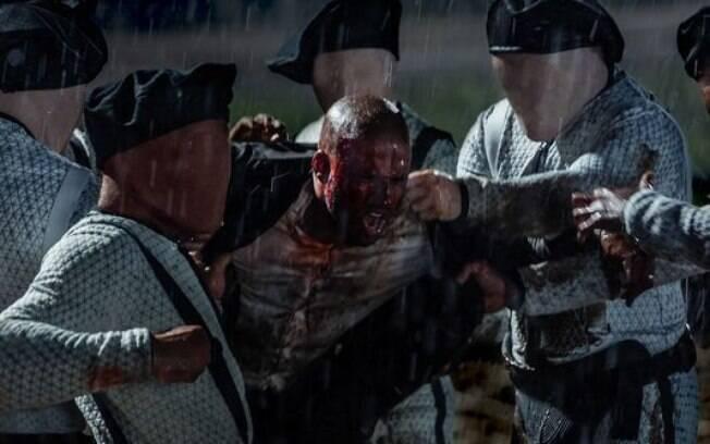 As dez melhores cenas de ''American Gods'': depois de emboscada do Technical Boy, Shadow é linchado por seus capangas