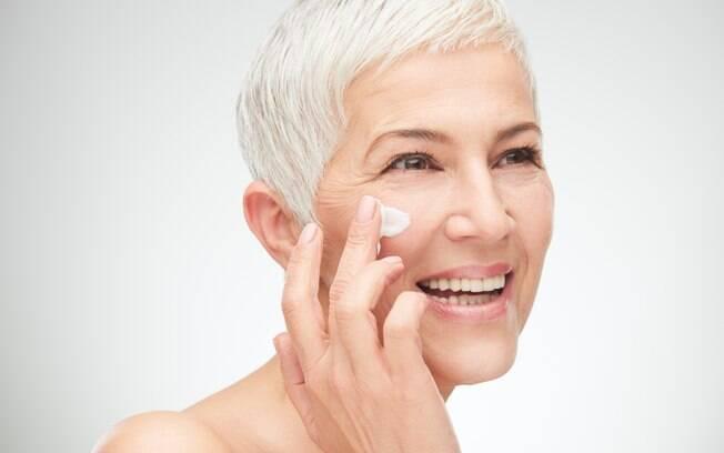 Independente da idade, o protetor solar não pode ser esquecido nunca, pois evita problemas sérios na pele