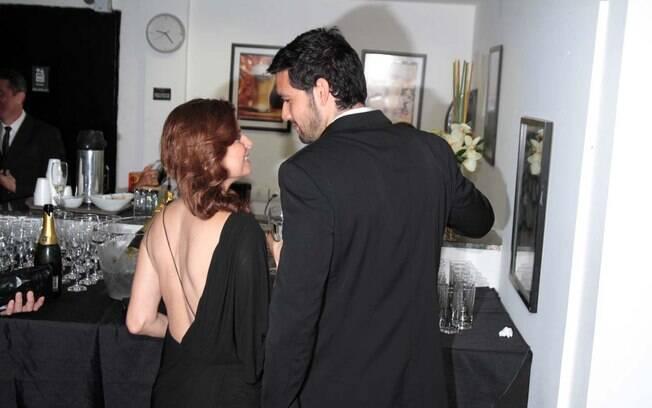Débora Bloch e Sérgio Marone evitam beijos em frente às câmeras