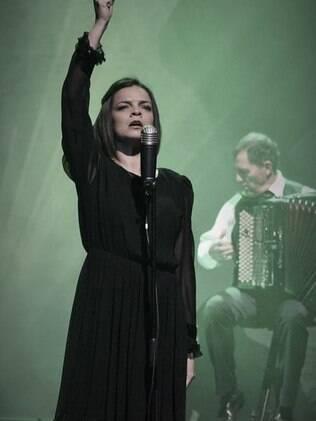 Anne Carrere à frente de