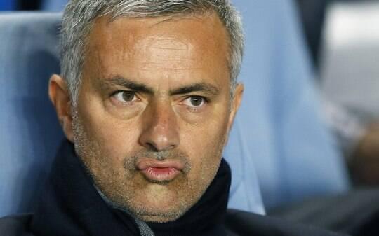 Mourinho nega provocação e 'culpa' filho por comemorar gol em banco rival - Futebol - iG