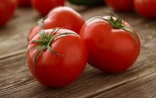 Comer tomate realmente ajuda a aumentar o tamanho do pênis?