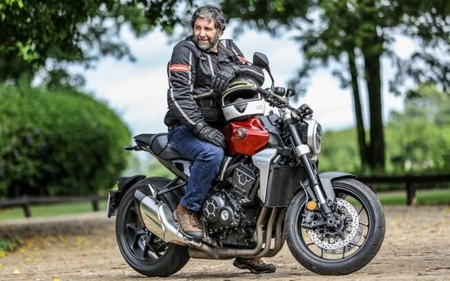 A Honda CB 1000R NSC é compacta mas oferece boa posição de pilotagem