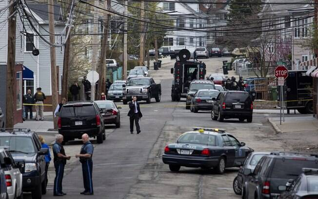 Policiais caçam segundo suspeito em Watertown, Massachusetts