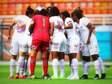 Sem vaga, jogadoras do futebol feminino do Santos dormem em saguão de hotel