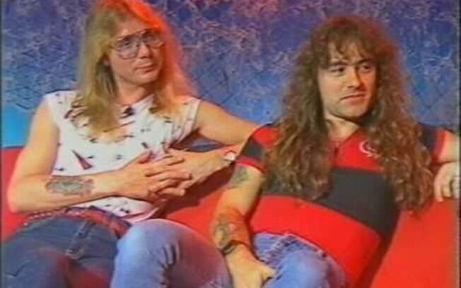 Steve Harris, à direita, com a camisa do Flamengo
