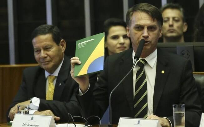 Sobre a democracia, Paulo Guedes declarou: