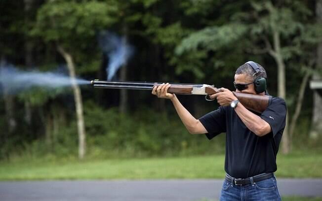Casa Branca divulga foto de Obama praticando tiro ao prato em Camp David, em agosto de 2012