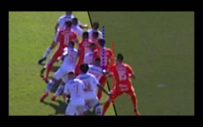 Imagem do lance polêmico na partida entre Vasco e Inter