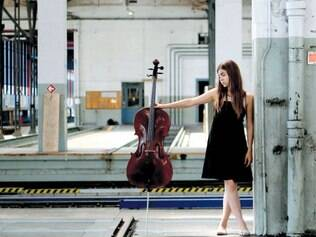 Versatilidade. Depois de começar com o piano, a artista se especializou no violoncelo e atualmente aventura-se como cantora