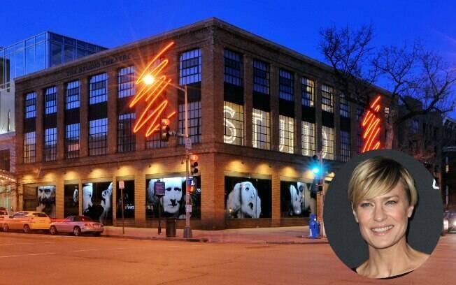 Studio Theatre seria um dos locais visitados por Claire