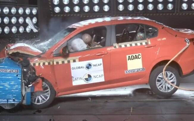 Fiat Cronos passa por teste de colisão e tem resultados apenas razoáveis, de acordo com o Latin NCAP