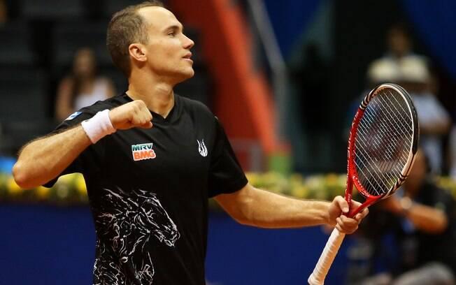 O brasileiro Bruno Soares comemora mais um  ponto na partida em que conquistou o título de  duplas do Brasil Open
