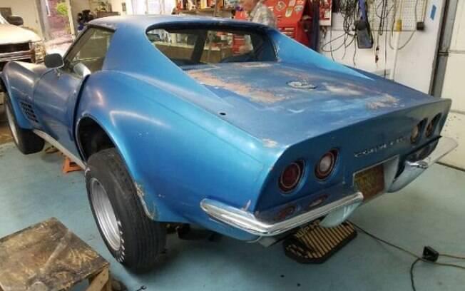 Raro Corvette 1971 precisa ser restaurado, mas faz parte de uma série especial com motor V8 de 270 cavalos