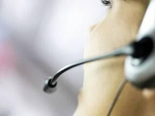 Derrubar a ligação ou colocar na espera a perder de vista: atendentes têm suas armas para revidar clientes mal-educados
