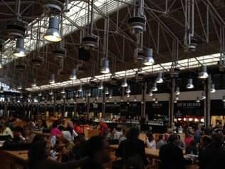 """Mercado da Ribeira é da revista""""Time Out"""" e tem estabelecimentos para degustar vinho"""