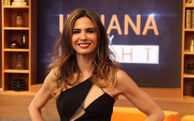 Luciana Gimenez apresenta novo cenário de seu talk show na RedeTV, o