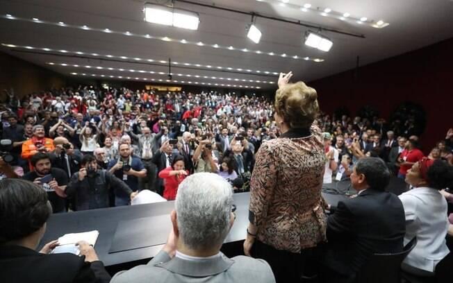 Ex-presidente Dilma Rousseff participou de seminário na Câmara dos Deputados nesta quarta-feira