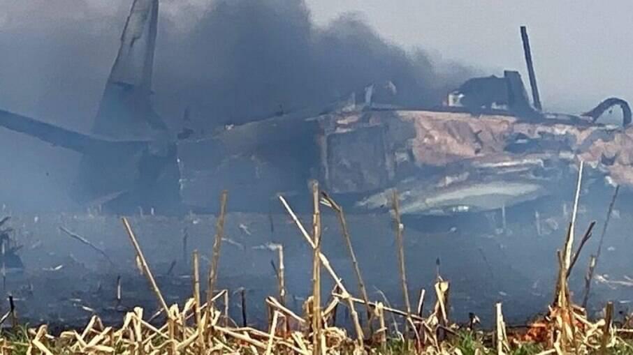 A aeronave foi destruída pelo fogo