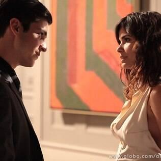 Aline finge que não está interessada em César