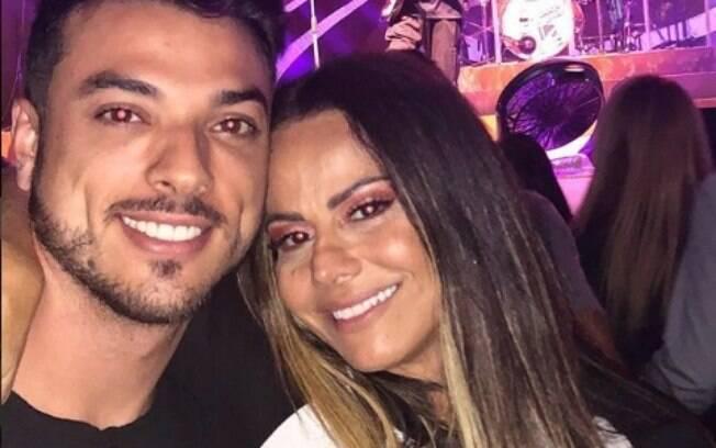 Viviane Araújo ao lado de namorado em show de Lulu Santos no início do mês