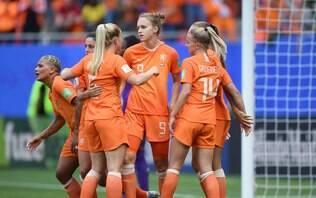 Miedema faz dois, e Holanda vence Camarões por 3 a 1 no Mundial Feminino