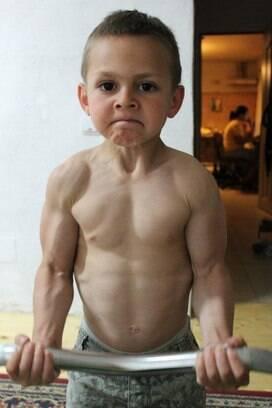 Irmos romenos de 7 e 9 anos so os fisiculturistas mais jovens do giuliano stroe 9 treina duas horas por dia para definir os bceps e o altavistaventures Images