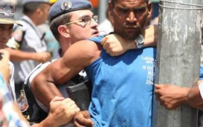 A ação na Cracolândia provocou correria e alguns usuários de drogas regiram lançando pedras contra os policiais