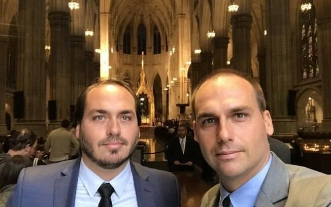 Eduardo Bolsonaro disse que seu irmão Carlos está com a