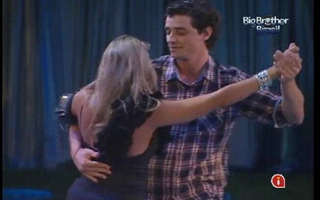 Fael e Fabiana tentam dançar lambada