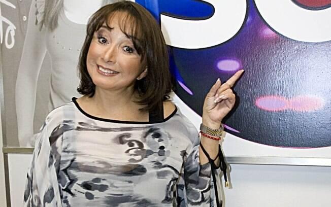 Maria Antonieta de Las Nieves visitou os estúdios do SBT sem a famosa caracterização