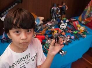 João Victor e seus brinquedos: o