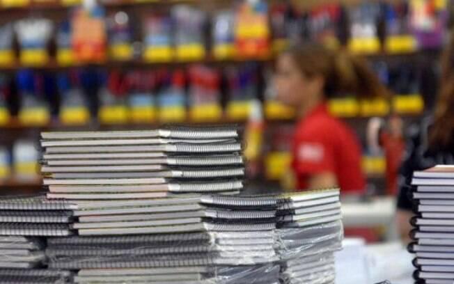 Instituições têm de detalhar atividades em que vai ser usado o material escolar pedido