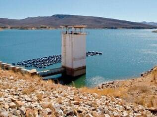 Bico da Pedra. Canos que estão à mostra desde o começo do ano passado só tinham sido vistos no fim da década de 70, quando a barragem foi inaugurada em Janaúba