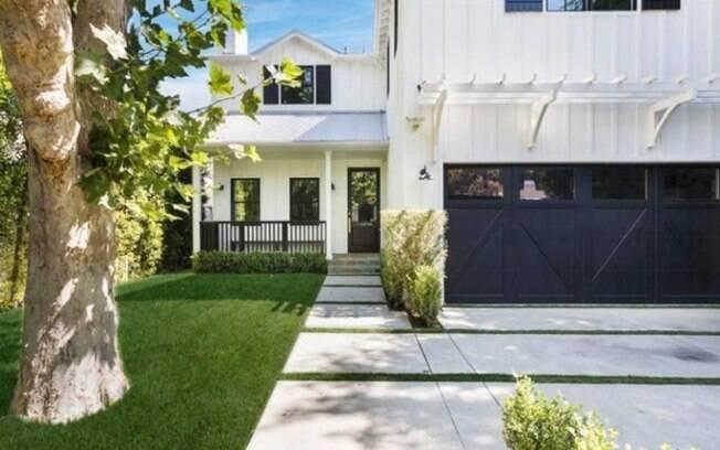 O cantor Joe Jonas morou por pouco tempo, com o irmão Nick Jonas, na mansão luxuosa de Los Angeles