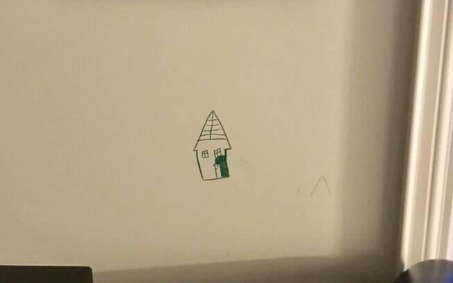 Neurocirurgião Eric Massicotte e a esposa foram surpreendidos pelo filho com desenho de uma casa verde bem na parede