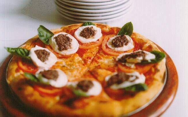 Foto da receita Pizza caprese pronta.