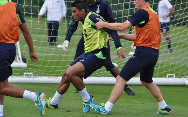 Paulinho fez seu primeiro treino no Tottenham  nesta quarta-feira, 31 de julho